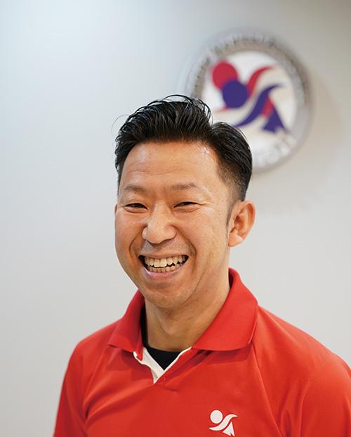 八王子スポーツ整形外科メディカルフィットネス部門アスレティックトレーナー。これまで東京ヤクルトスワローズのアスレティックトレーナー、男子ソフトボール日本代表、7 人制ラグビー日本代表、オール三菱ライオンズなどのトレーナーを歴任。